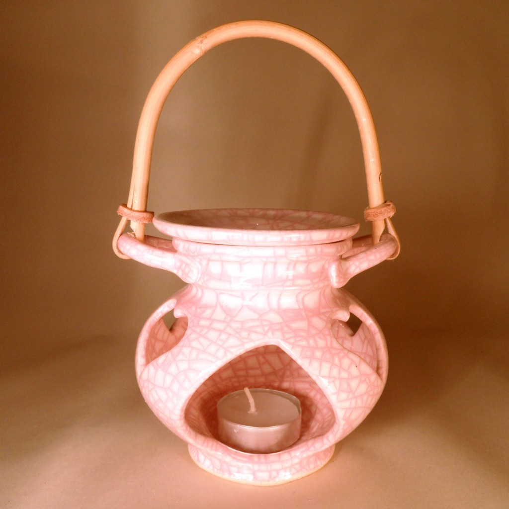 """Aroma lampa malá """"bříško"""" s ratanovým uchem (růžová)"""